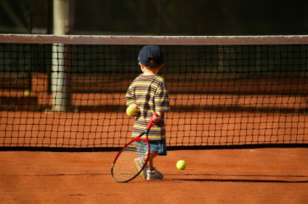 http://www.blogblogyaquelquun.be/bbqq1/wp-content/uploads/2013/07/tennis-enfants-1102.jpg