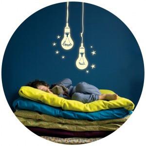 http://www.blogblogyaquelquun.be/bbqq1/wp-content/uploads/2013/11/sticker-mimi-lou-ampoules-phosphorescentes.jpg